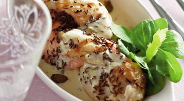 Косичка из белой и красной рыбы под сливочным соусом, пошаговый рецепт с фото