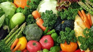 Диетолог: лучшими «сжигателями» жира является натуральная зелень, а также зеленые фрукты и овощи