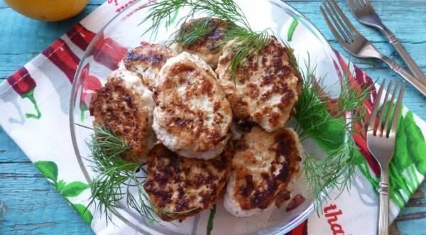 Котлеты из индейки с солеными огурчиками и укропом, пошаговый рецепт с фото