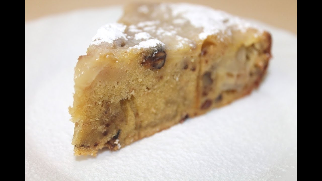 Пирог с яблоками, орехами и изюмом