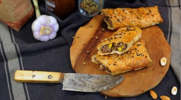 Быстрые пирожки с фаршем, сыром и кукурузой, пошаговый рецепт с фото