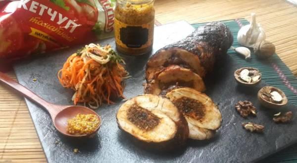 Рулет из индейки со сложной начинкой и горчично-майонезным соусом, пошаговый рецепт с фото