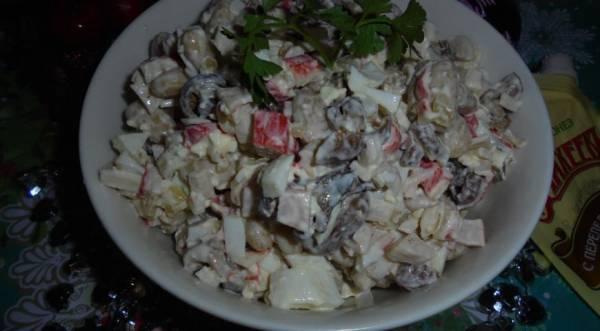 Салат с грибами, фасолью и крабовыми палочками, пошаговый рецепт с фото