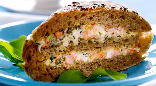 Сэндвич с лососем, пошаговый рецепт с фото