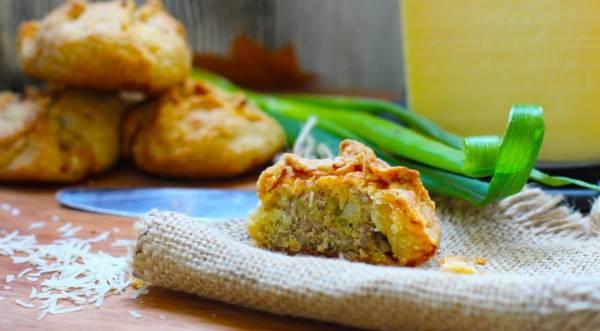 Мини-пирожки из рубленого картофельного теста с мясом и сыром, пошаговый рецепт с фото