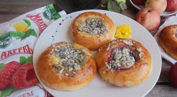 Плюшки с джемом Махеев под маковой посыпкой, пошаговый рецепт с фото