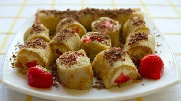 Сладкие роллы с творожно-фруктовой начинкой