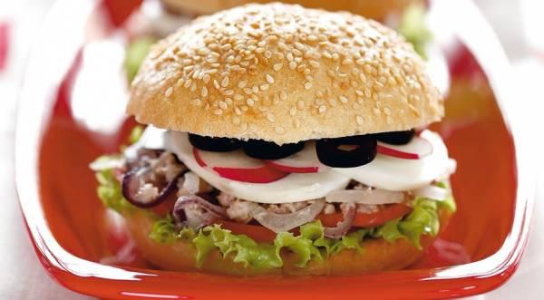 Средиземноморский сэндвич с тунцом, пошаговый рецепт с фото