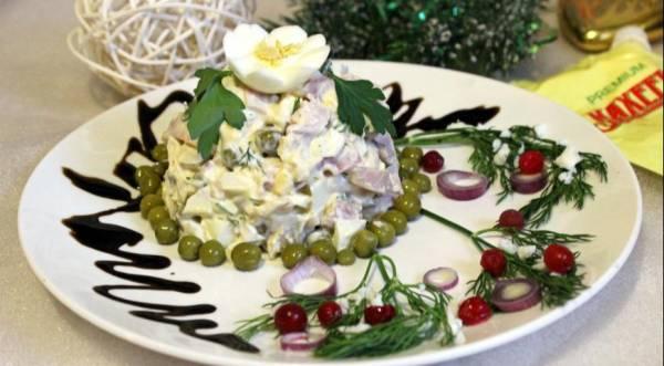Праздничный салат из кальмаров и курицы, пошаговый рецепт с фото