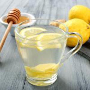 Какие преимущества дает теплая вода с лимоном по утрам