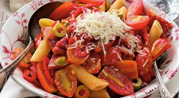 Острый салат с салями и помидорами черри, пошаговый рецепт с фото