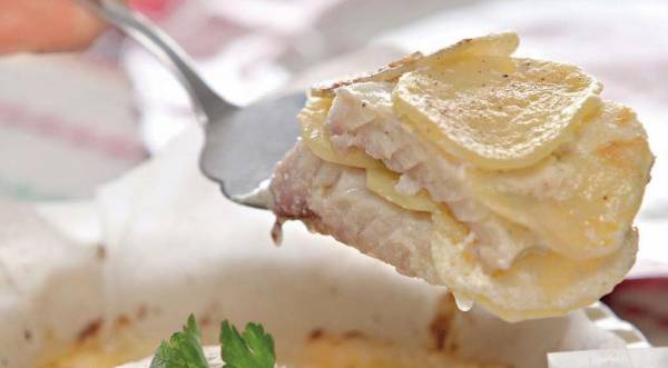 Судак с картофелем в сметанном соусе, пошаговый рецепт с фото