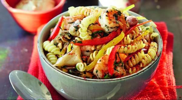 Салат из фузилли с морепродуктами, пошаговый рецепт с фото
