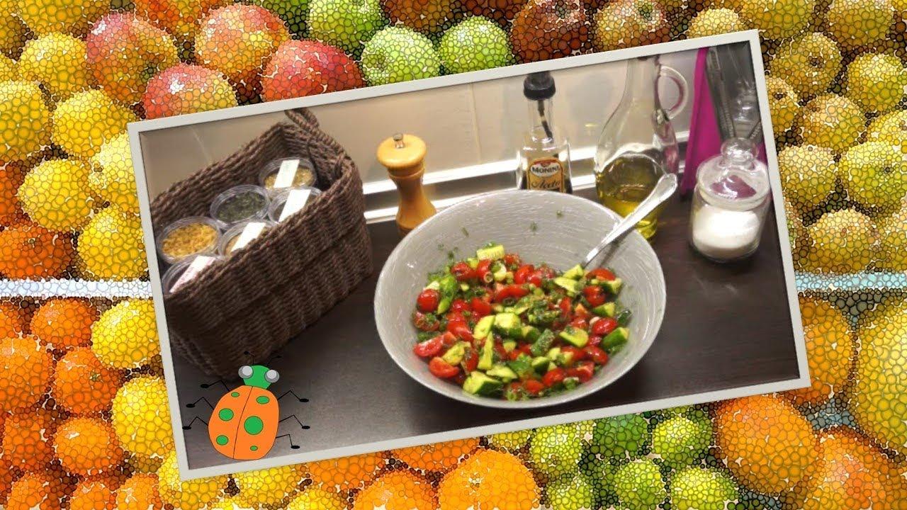 Салат из помидор и огурцов с соевым соусом