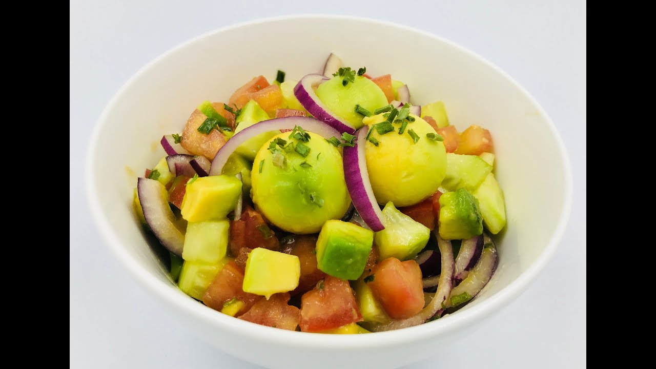 Салат из помидоров, огурцов и авокадо