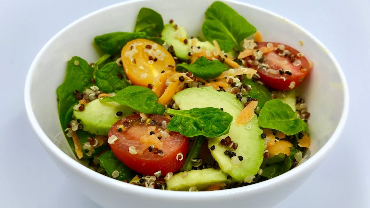 Салат с киноа, овощами и авокадо