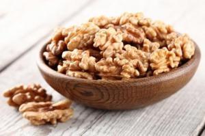Льняное масло и грецкие орехи способны заменить рыбу