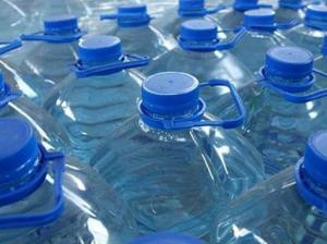 Можно ли пить повторно из пластиковой бутылки?