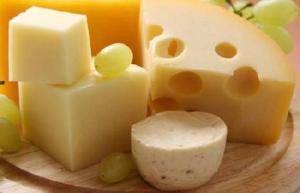 Диетологи предупредили о серьезной опасности сыра