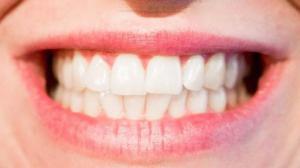 Фруктовые чаи: почему кислые напитки вредят зубам?