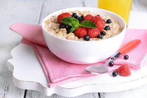 Полезный завтрак: несколько причин есть овсянку каждый день