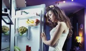 Диетологи назвали продукты, которые опасно есть перед сном