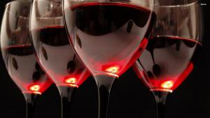 Сколько бокалов вина в неделю могут сократить жизнь на два года