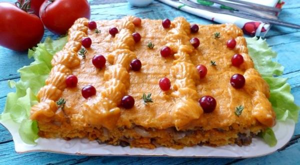 Тыквенно-кабачковый торт с солеными груздями