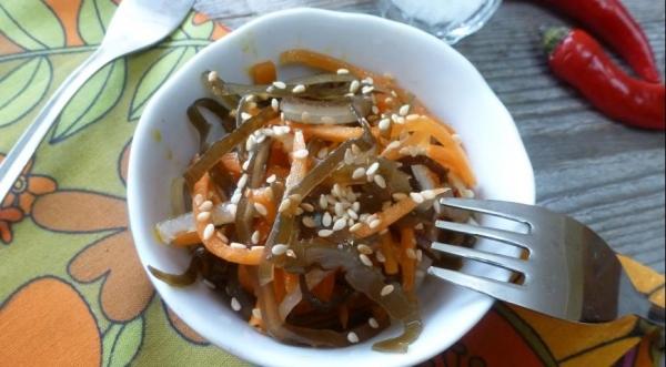 Острый салат из морской капусты и моркови