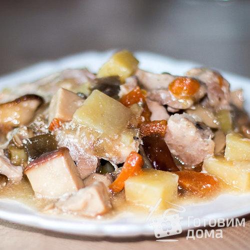 Картошка в горшочках с мясом и грибами