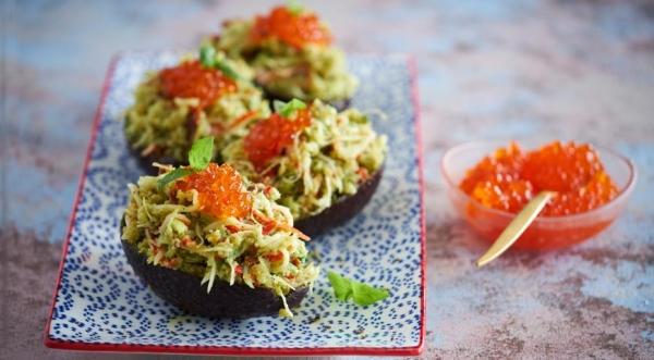 Авокадо, фаршированное крабовым салатом