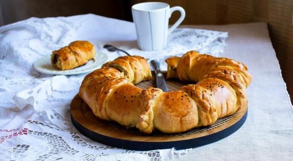 Пирог «Венок с ветчиной и сыром»