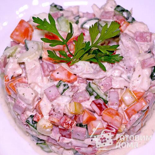 Салат с курицей и маринованным луком