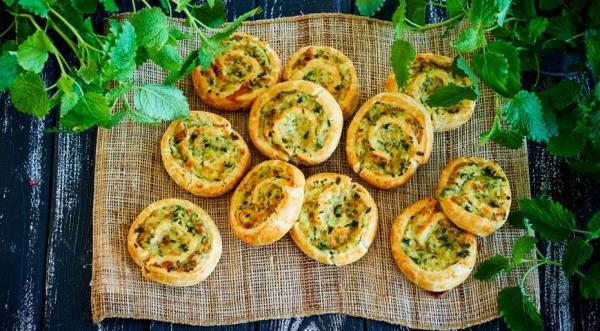 Булочки-вертушки с картофелем, зеленью и сулугуни
